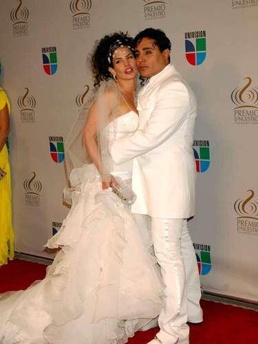 Cómo olvidar el vestido de Niurka Marcos cuando se presentó vestida de novia con Eduardo Antonio. En el 2010 fueron el centro de todas las miradas por su extravagancia.