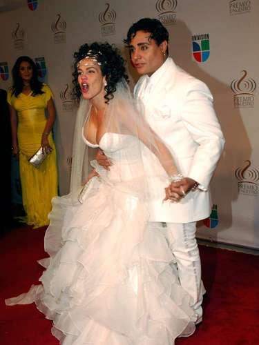 Cómo olvidar el vestido de Niurka Marcos cuando se presentó vestida de novia con Eduardo Antonio. En el 2010 fueron el centro de todas las miradas.