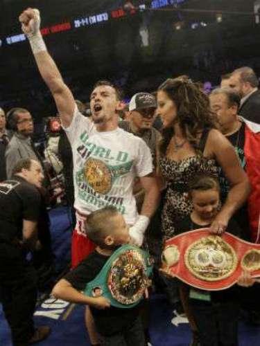 Guerrero hizo una pausa en el boxeo debido a que su esposa Casey estuvo enferma de cáncer. El púgil tiene una bella familia en la que ha procreado con su pareja dos hijos Robert Junior y Savannah.