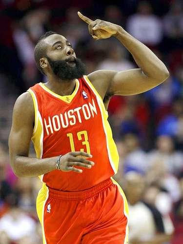 Thunder vs. Rockets:James Harden celebra tras anotar dos puntos de sus 46 puntos en el triunfo de Houston por 122-119 sobre Oklahoma City.