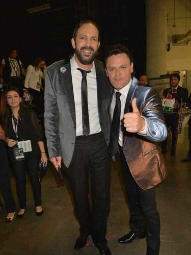 Y para cerrar este recorrido por el 'backstage' de Premio Lo Nuestro, nos encontramos con dos gigantes... en talento. Pedro Fernández y Juan Luis Guerra. ¡Qué gran fiesta a la música!