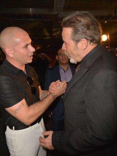 No hay duda que la tierra llama. De Cuba para el mundo salieron dos grandes que esta vez se encontraron en un evento que premia lo mejor del talento musical latino: Pitbull y César Évora.