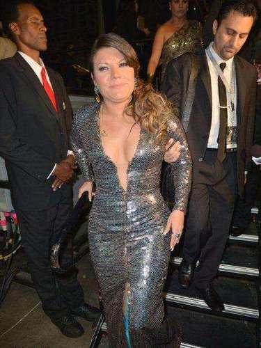 'Agárrame tantito que no puedo andar en este vestido tan apretado' parecía expresar la cara de la cantante Diana Reyes, una de las infaltables a las premiaciones de Univision.