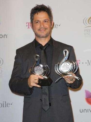 El español fue galardonado comoArtista Masculino del Año y además recibió elPremio Lo Nuestro a la Excelencia. ¡Muy bien por Alejandro!