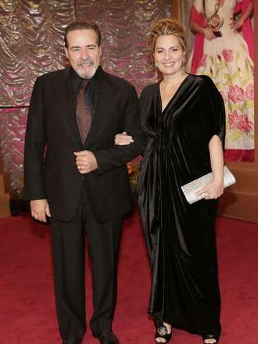 Cesar Evora llegó tomando el brazo de su esposa Vivian Domínguez.