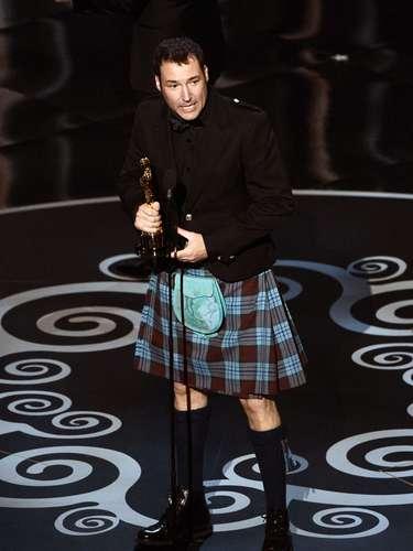 El co-director Mark Andrews aceptó el premio a Mejor Película Animada por 'Brave'. Para ello, eligió lucir como todo un verdadero escoces con falda incluída.