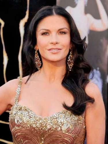 Catherine Zeta-Jones, aunque muy sexy su vestido dorado de Zuhair Murad, no tuvo mucha acogida