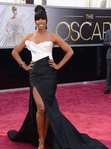 La cantante Kelly Rowland lucio guapísima con seductor vestido llde Donna Karan Atelier