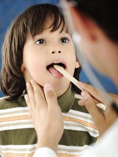 Además, limpiar la lengua auxilia a combatir otras enfermedades bucales que suelen aparecer por la concentración de estos microorganismos.