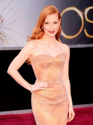 Jessica Chastain fue una de las más elegantes en los Oscar 2013, según los expertos de moda. El vestido deGiorgio Armani Privé fue considerado uno de los más bellos de la noche.