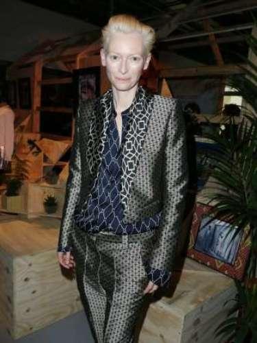 Tilda Swinton optó por una combinación de chaqueta y pantalón.
