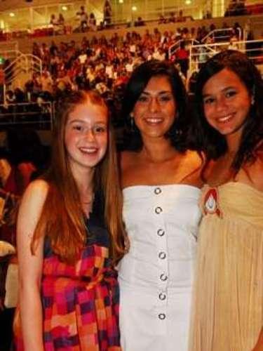 En el mismo año, fue al concierto especial de fin de año del cantante Roberto Carlos. En la foto, de la izquierda para la derecha: Marina Ruy Barbosa, Fernanda Paes Leme y Bruna Marquezine.
