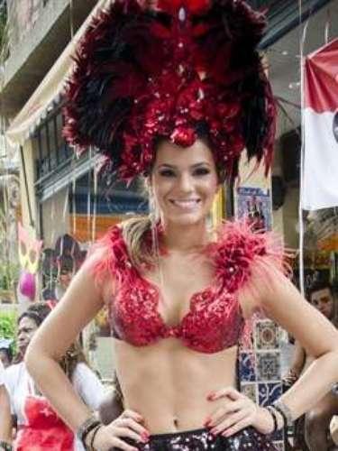 Bruna Marquezine caracterizada como Lurdinha.