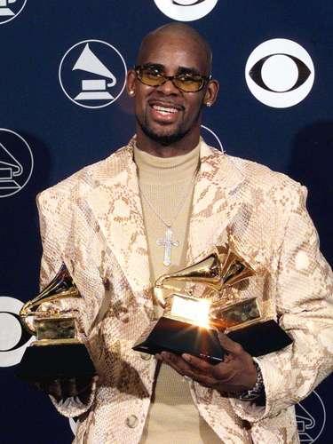 Es uno de los casos más escandalosos en cuanto a videos sexuales existe. Pues el cantante R. Kelly, fue grabado supuestamente manteniendo relaciones con una menor.