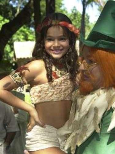 Todavía en 2004, ella vivió el personaje Jajale, en Sítio do Pica-pau Amarelo, de Globo. En la foto, Marquezine posa con Candido Damm, el personaje Visconde.