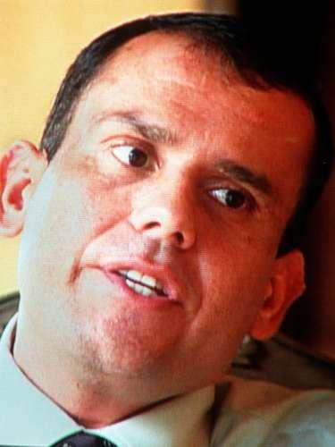 El excomandante de las Autodefensas, Carlos Castaño Gil, nació en Amalfi, Antioquia, el 15 de mayo de 19651 y murió 16 de abril del 2004.
