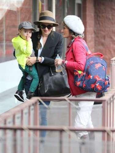 Miranda Kerr, con el pequeño Flynn y su suegra, la madre de Orlando Bloom.
