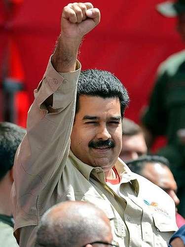 A comienzos de la década de 1990, él y su pareja, la actual procuradora general Cilia Flores, salieron a las calles de Caracas para pedir la libertad de Chávez, encarcelado tras un fallido golpe de Estado.