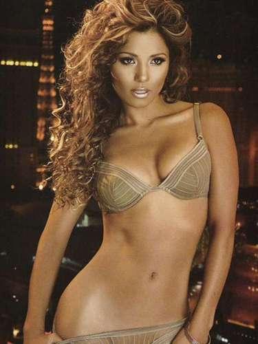 La jalisciense desnudó sus atributos en una sesión de fotos que tuvo como fondo las luces de Las Vegas, Nevada.