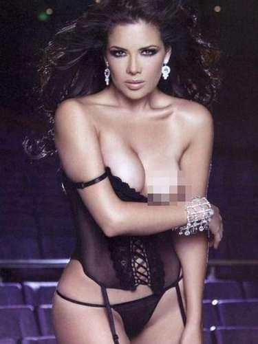 La conductora Lilí Brillanti se destapó por primera vez para la revista H Extremo en julio de 2008. La exconductora de 'Vida Tv' desnudó su cuerpo en el escenario y camerinos de un teatro.