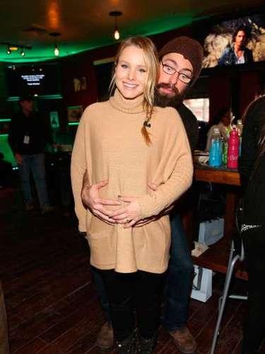 La simpática pareja de Kristen Bell y Dax Shapard compartieronel 28 de marzo con sus seguidores en las redes sociales, twitter, el feliz nacimiento de su primera hija juntos: Lincoln Campana Shepard!