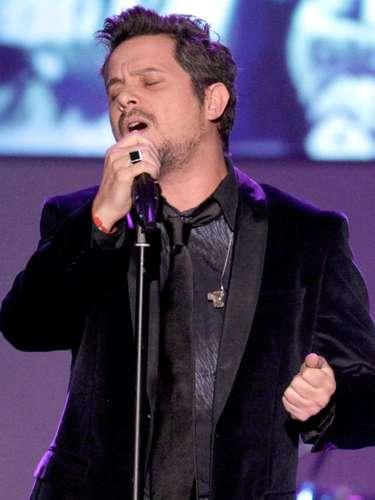Varias canciones de Alejandro Sanz han aparecido en los conteos de temas que incluyen un mensajes subliminales. En 'Looking For Paradise' por ejemplo, se argumentó que Alicia Keys invita a escuchareste \