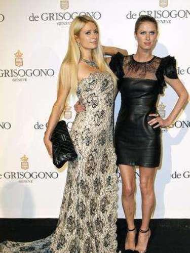 La diseñadora estadounidense Nicky Hilton y su hermana, la mediática Paris Hilton son asiduas de las galas benéficas, los desfiles y las fiestas más VIP.
