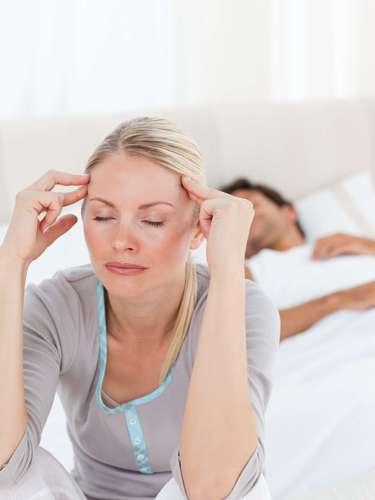 Y es que los expertos vienen estudiando este fenómeno confirmando que tener relaciones sexuales activa la producción de Oxitocina, una hormona que además de elevar los niveles de las endorfinas que tiene un efecto analgésico para aliviar los dolores.