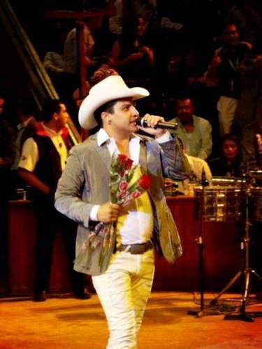 Según reporta el sitio Regionalmex.com, el récord de asistencia que había implantado Bruno Mars en el Houston Live Stock Rodeo duró sólo tres días, pues con la presentación de Julión Álvarez junto a Los Invasores de Nuevo León se rompió esa marca.