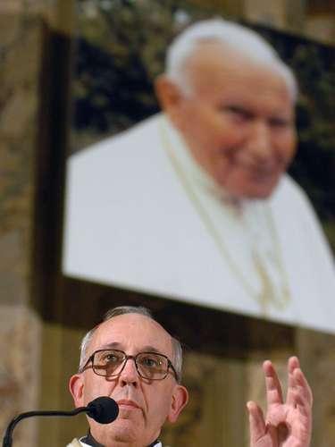 Su designación para ocupar el sillón de San Pedro es la primera de un americano para dirigir la Iglesia Católica.