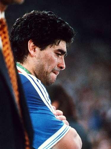 Uno de los momentos más duros en la carrera deportiva de Maradona fue la derrota ante Alemania en la final del MundialItalia 90. Aúnhoyse recuerdan aquellas lágrimas del 10.