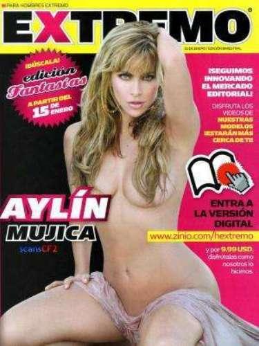 Aylín Mujica, desparpajada. Ella ha dicho en repetidas ocasiones que le gusta estar desnuda y que le da cero pena mostrar sus curvas tropicales.