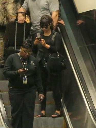 A pesar que recientemente Kim Kardashian tuvo que recibir atención médica tras enfermarse en un vuelo de París a Los Ángeles, aquí la vemos rumbo a Atlanta para el estreno de Temptation: Confessions of a Marriage Counselor.