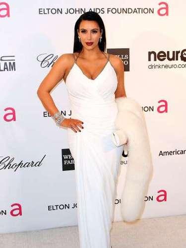 Kim como siempre ¡Divina! con su barriga asiste a la 21 ª Anual de Elton John AIDS Foundation el pasado 24 de febrero 2013