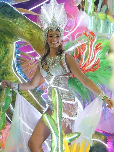 En el Carnaval de 2013, la actrizdesfiló en la escuela de samba Grande Rio.