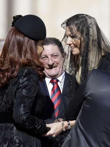 En la imagen, Máxima de Holanda salundado a su compatriota, la presidenta de argentina María Cristina de Kirchner.