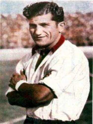 Herminio Masantonio: Con el mejor promedio de gol entre los diez primeros goleadores argentinos, terminó su carrera con 21 goles en 19 partidos para un promedio de 1.1 goles por partido.
