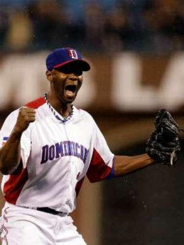 República Dominicana se proclamó hoy nuevo campeón del III Clásico Mundial de Béisbol al ganar en la primera final caribeña y latinoamericana por blanqueada de 3-0 a Puerto Rico y quedar invicto en el torneo.