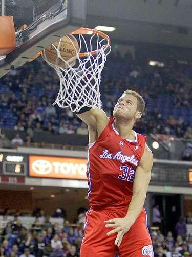 Clippers vs. Kings:Blake Griffin clava el balón en la canasta ante Sacramento.