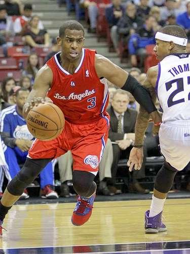 Clippers vs. Kings:Chris Paul dribla la marca deIsaiah Thomas.