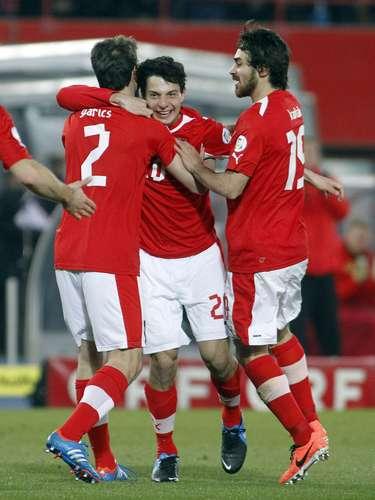 Austria se aprovechó de la débil Islas Faroe y le goleó por 6-0.