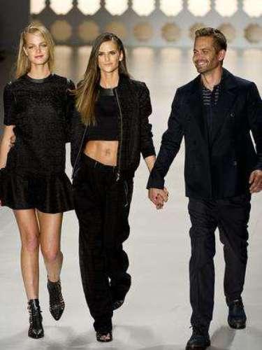 Colcci contó en su pasarela con la modelo Izabel Goulart, el actor de Rápido y Furioso, Paul Walker, y la top estadounidense Erin Heatherton.