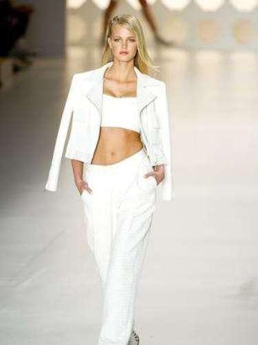 La top estadounidense y ángel de Victoria's Secret, Erin Heatherton, en el desfile de Colcci en el SPFW.