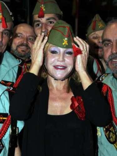 Sin duda, la baronesa Thyssen ha sido la gran protagonista de los Premios Cofrades 2013 celebrados el pasado jueves en el Palacio de Congresos de Marbella (Málaga). Se trata de la séptima edición de esta gala, donde Titafue premiada con la 'Mantilla de Honor'.