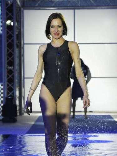 La actriz Natalñia Millán en la primera gala del programa de negro.