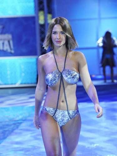 Tamara Gorro en la primera gala del programa con un llamativo biquini en plateado.