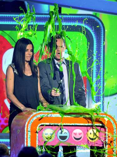 Sandra Bullock yNeil Patrick Harris a punto de ser bañados en slime