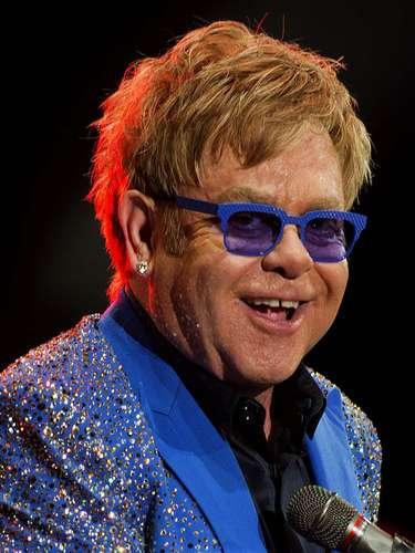 En cuanto a el cantante Elton John, una de las más reconocidas figuras de la canción, también se encuentra dentro de las celebridades que se rigen por este signo, pues nació el martes 25 de marzo de 1947. En el horóscopo chino su animal es el cerdo y el número que lo rige es el 4, hecho por el cual, se dice ha logrado su éxito gracias a una preparación intensa de su trabajo y el meticuloso desarrollo del mismo, para él nada es obra de la suerte o el azar.
