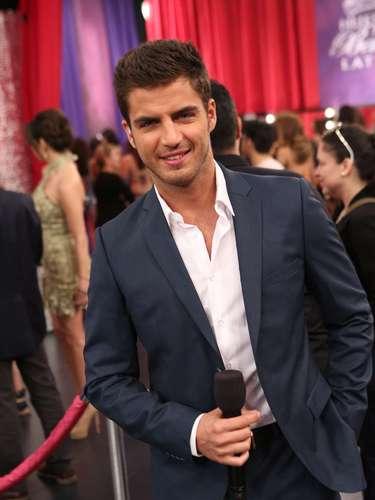 Una de las grandes estrellas Latinas que estuvo frente a frente en el escenario con seis de las concursantes fue Maxi Iglesias, el artista invitado a la prueba de actuación de algunas de ellas.