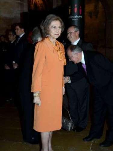 A pesar de quela Casa Real atraviesa su momento más delicado, Doña Sofía ha ganado popularidad entre los ciudadanos, quienes la consideran una 'Reina modelo'...